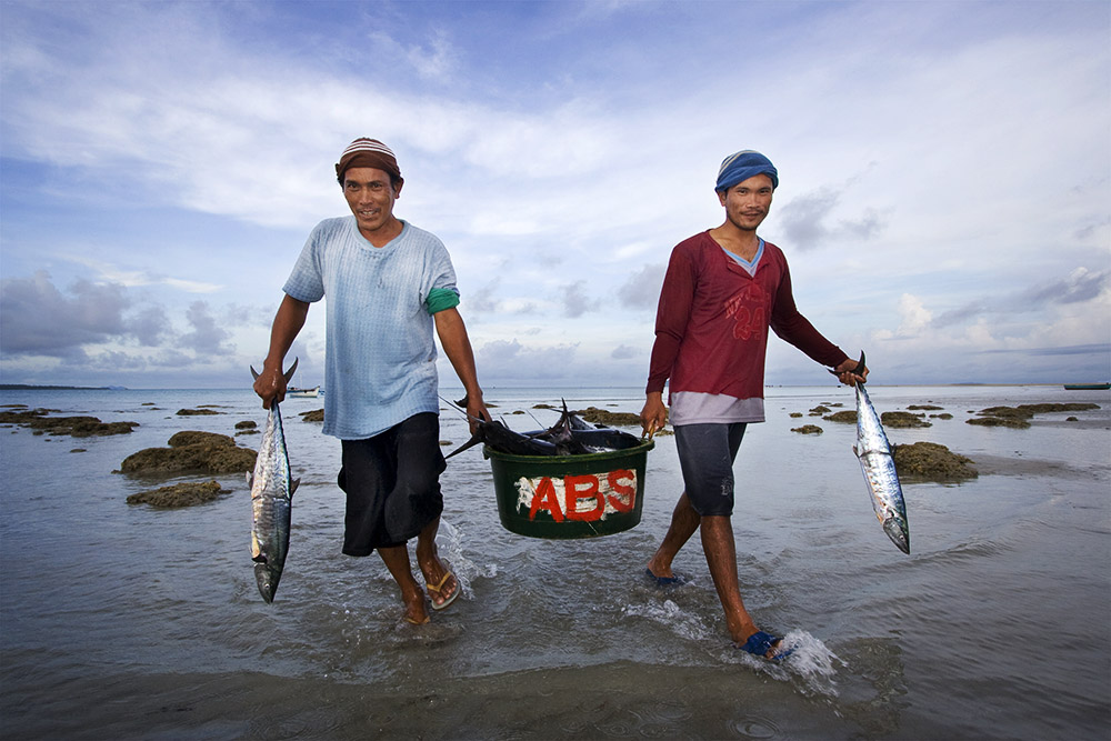Travel - Fishermen at the shore, Palawan